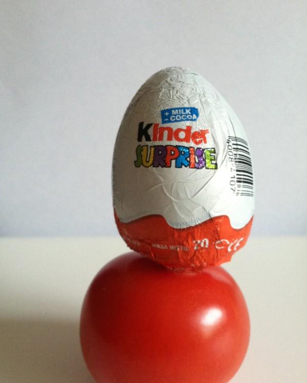 Kinder eggs v tomato